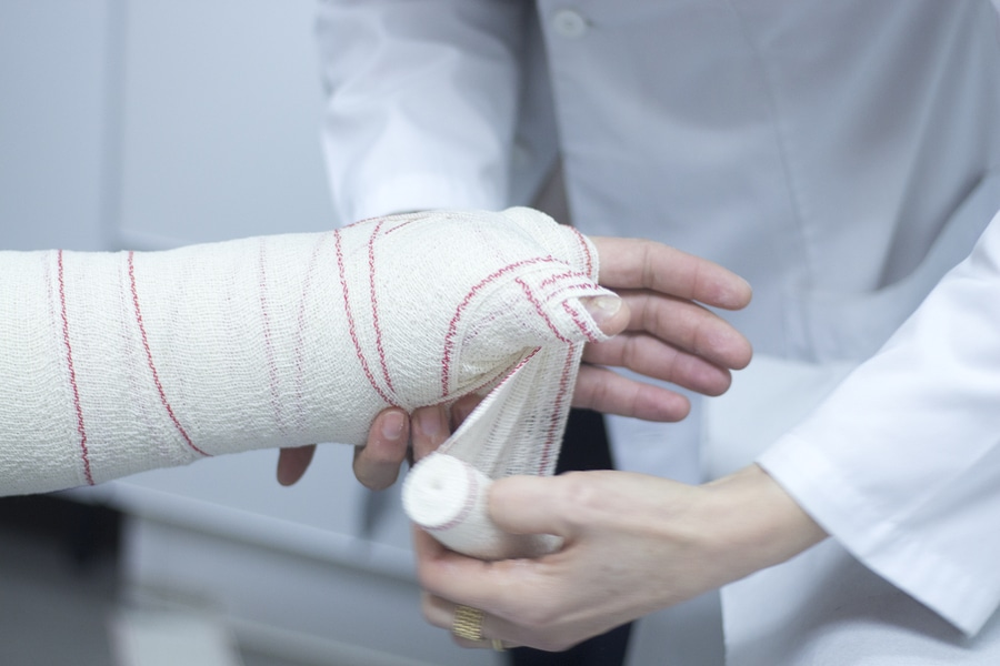 injured man with cast